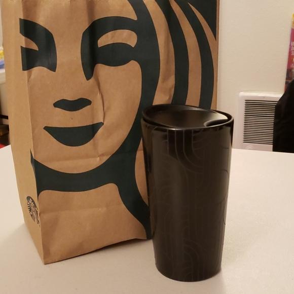 Starbucks Black 12 fl oz Hot Trumble